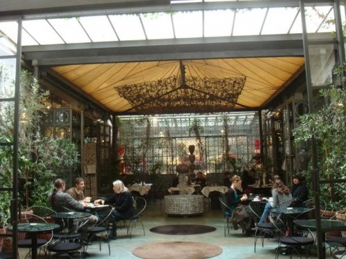 outdoor eatery for lunch in milan