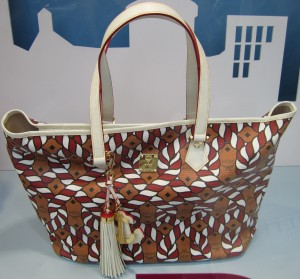 scout by bungalow daytripper shape tote